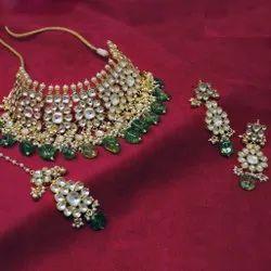 Classic Wedding Wear Kundan Green Beads Gold Plated Necklace Set, Necklace,earring & Maang Tikka