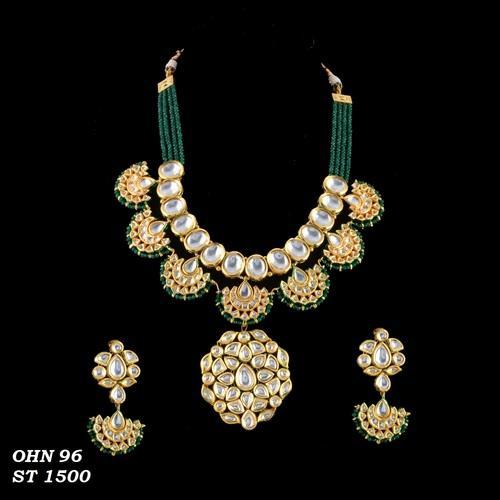 16d8bfb8893 Styyo Emerald Green Color Stone Handmade Bridal Kundan Necklace