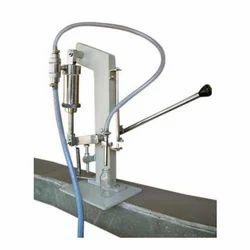Manual hand operated liquid bottle filling machine