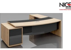 Ustern Table Set