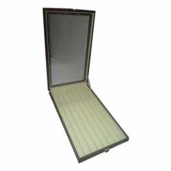 Chain Stock Box
