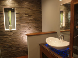 Bathroom Natural Stone Wall Tile, Thickness: 15-20 mm