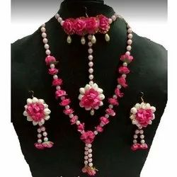 Fancy Artificial Flower And Pearl Jewellery Set