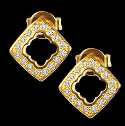 Sparkling Diamond Stud Earring