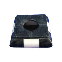 Black Marble Astray