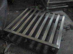 Matt/mirror Industrial Pallet, Capacity: 500 Kg To More Than 3 Tons, Dimension/size: Standard
