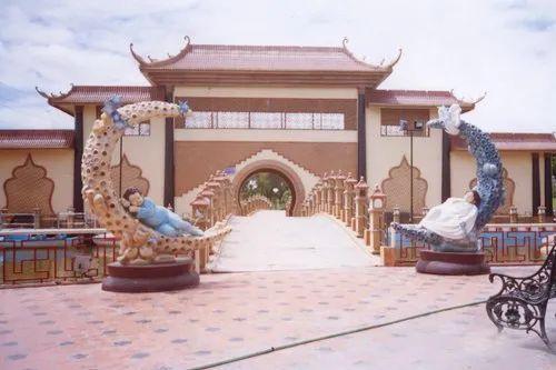 Garden Entrance Decorative Fiber Statue