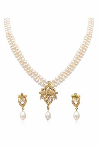 f78656443e6df Attractive Pearl Necklace Set