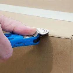 Self-Retracting Safety Cutter W/ Metal Guard - EZ7