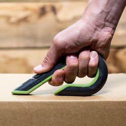 Auto-Retractable Box Cutter With Ceramic Blade
