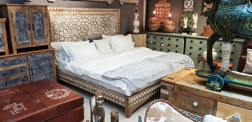 Carved Headboard Bed, Bed Size: King And Queen