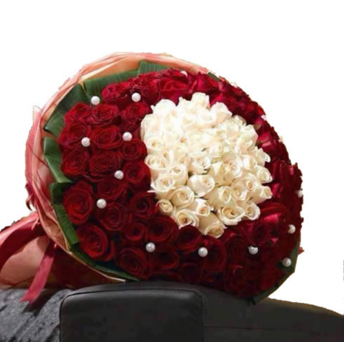 Exclusive Red And White Roses Flower Bouquet At Rs 5949 Unit Laxmi Nagar Delhi Id 20022228330