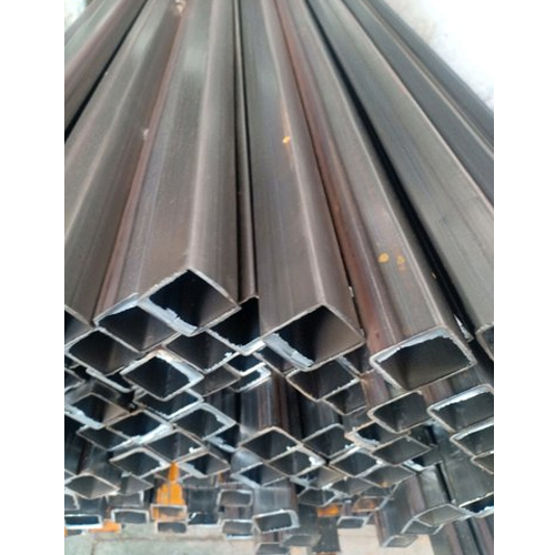 0.4 to 1.6m Mild Steel Square ERW Pipe, Single Piece Length: 21m