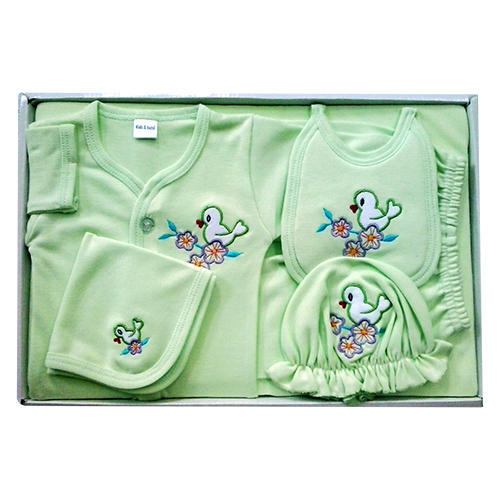 38fa72f3555f4 New Born Baby Gift Box