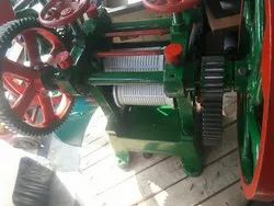 Commercial Suger Cane Crusher, Yield: 400 ml/kg