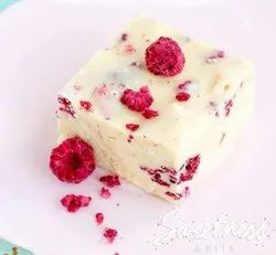 White chocolate with Strawberry & Cranberry