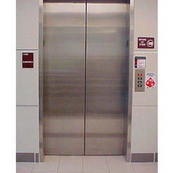Stainless Steel Manual Door Lift for Goods, Max Load: 2-4 tons