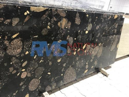Granite Stone Slab, Thickness: 10-15 Mm, Wall Tile