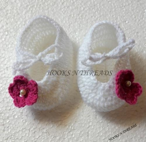 Mixed Acrylic Hooks N Threads Handmade Crochet Baby Booties Rs 200