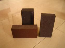 Magnesite & Chrome Mag Bricks, Size: 9 x 4 x 3 and 9 x 3 x 2 Inch