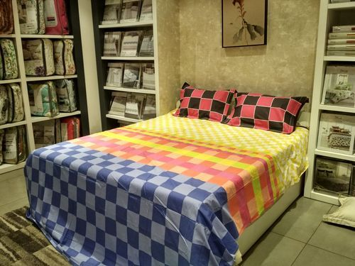 Misstora Multi Colored Laying Style Printed 100 Cotton Bed Sheets