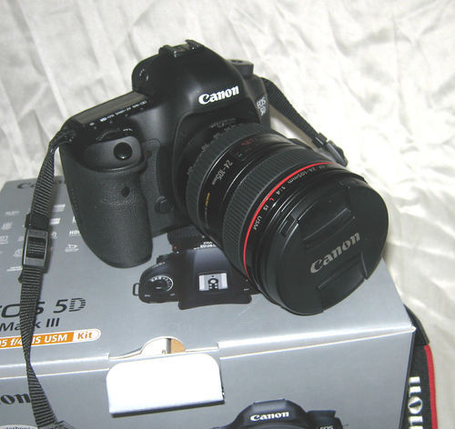 Selling Canon Eos 5d Mark Iii Dslr With (24-105mm Lens), Digital ...