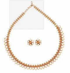 Plain Gold Kundan Necklace