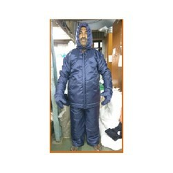 Cold storage suit for low temperature