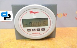 Dwyer USA DM-1108 DigiMag Differential Pressure Gauge
