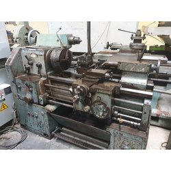 Used & Old Victor Lathe Machine Between Center