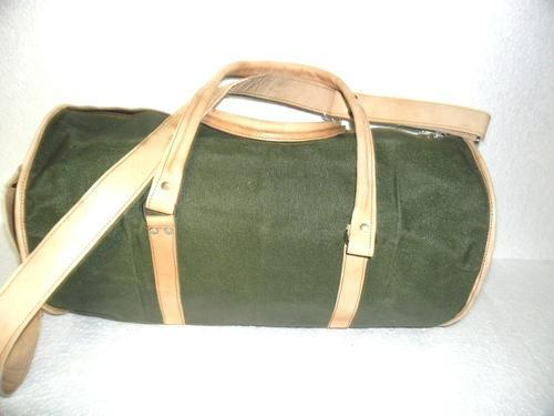 """Unisex Black Leather Canvas Travel Bag, Packaging Type: Export Quality Packing, Size: 20"""" X 10"""" X 10"""""""