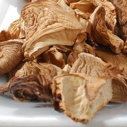 Dried Oester/ Button Mushroom, Packaging Size: 10 Kg
