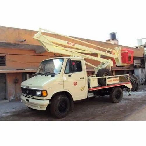 Diesel Engine 10 Meter Sky Lift Machine, Platform Capacity: 150 Kg