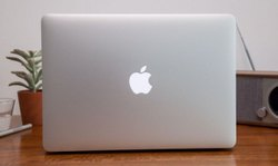 Silver 3 Mb Second Hand Apple Laptop, Screen Size: 33.78 Cm, 45 W Magsafe 2 Power Adapter