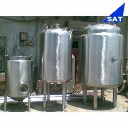Stainless Steel Liquid Storage Tank, Capacity: 500-1000 L