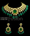 Vilandi Kundan Emerald Necklace Set