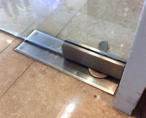 Stainless Steel Glass Door Closer Rs 3000 Square Feet Bhawani