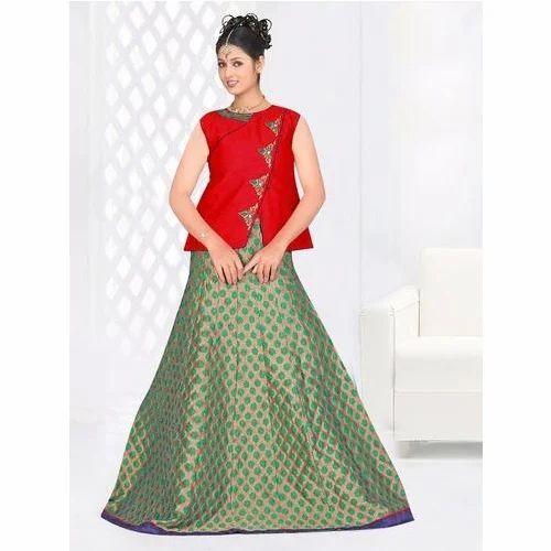 4c8d9cf8ea00c0 Ladies Silk Red And Green Long Skirt   Top Set