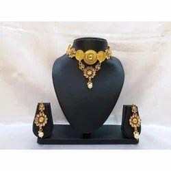 Gold Polished Choker Necklace Set