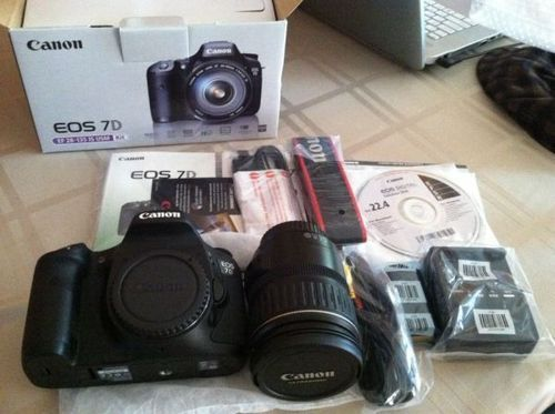 Canon EOS 7D Mark II 20 2MP Digital SLR Camera 18-135mm IS STM Lens