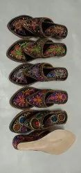 Embroidered Kolhapuri Chappal