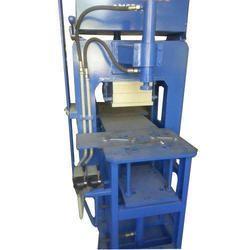 Hydraulic 40 Ton Paver Block Making Machine, Capacity: 1100 Bricks/Hour