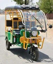Godawari Battery Operated G-One Plus Electric Rickshaw, Seating Capacity: 4+1
