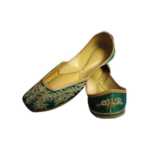 Ladies Embroidered Mojari