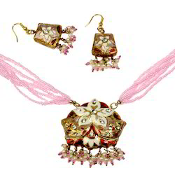 Gems Studed Lacquer Necklace Set 192