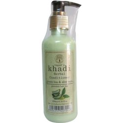 Vagad's Khadi Khadi Green Tea Aloe Vera Herbal Conditioner, Pack Size: 210 Ml, 6.76 Fl Oz
