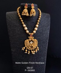 Matte Gold Necklace With Pearls