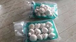 White Button Mushroom Maharastra Button mushrooms, Packaging: Plastic Bag or Polythen, Packaging Size: 200 Gm