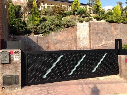 Automatic Metal Side Gates, Gate, Grilles, Fences & Railings