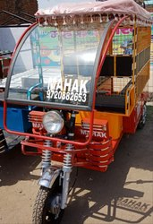 Mahak E-School Van, Seating Capacity: 4+1 Driver